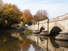 ロスブリッジです。1836年建設ですが、中世の雰囲気があります。
