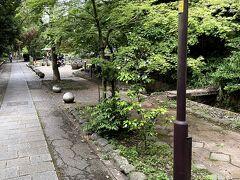 帰りはさわらびの道から帰ります。この道好きだな。源氏物語ミュージアムはコロナで閉館していました。