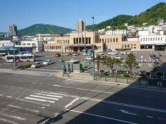 朝、ドーミーイン小樽 部屋から見える小樽駅
