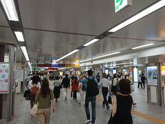 横浜に戻るとこの人出。  横浜のまん防はまだまだ続く。