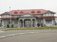 ●南海電車 浜寺公園駅旧駅舎  そして、阪堺電車の浜寺駅前駅の奥に、南海電車の浜寺公園駅があります。 これは、旧駅舎。 国の登録有形文化財に登録されています。 1907年に辰野金吾の設計により建設されたそうです。
