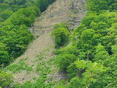 石炭の歴史村のすぐ横の山には、土砂崩れの跡があった。