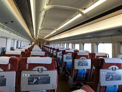 山形までは新幹線。 「お先にトクだ値スペシャル」は、新幹線に半額で乗れる特別切符。 大宮から乗り込んだが、福島を過ぎると乗った車両に我々夫婦以外は2人だけ。 確かに半額でも乗って欲しいよね。