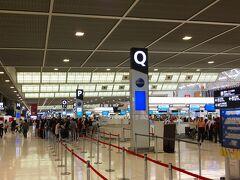 1日目:成田空港第2ターミナル 今回はホテルと飛行機をネットで予約して個人旅行にしました。