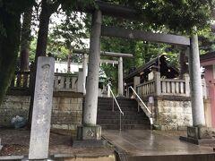 まずは、駅から5分くらいのところにある用賀神社へ。