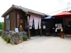 人気の八重山そば屋「竹の子」へ 17年ぶりの訪問です。  数十人が待合スペースで待っています。