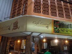 市場内のお気に入りのコーヒーショップでエスプレッソを頂いて、 いざ出発。 コーヒー豆も、お土産におすすめです。