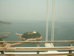瀬戸大橋から見える鍋島灯台