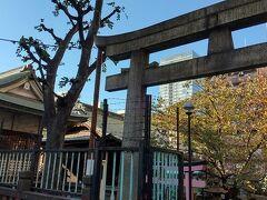 こちらの神社、御朱印のハンコが置いてあって、ご自由にどうぞという初めてのパターンでした。