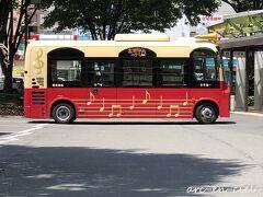 【6月3日(木)2日目】 白石蔵王駅から、やまびこに乗車して、福島駅に到着。 バスのロータリーで、こんな可愛らしいバスを発見(^^)。