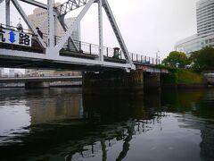 汽車道の下通ります。 何気に楽しいな橋の下通るの。 この橋はアメリカ製で1907年のものだそうです。
