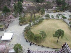 鶴ヶ城敷地内