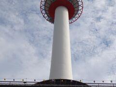 京都駅前の京都タワー