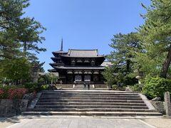 法隆寺に到着!  こちらは南大門を通り抜け、遠くから見た中門。