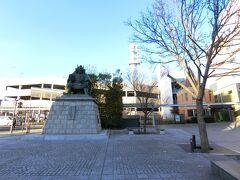甲府に到着。 甲府駅南口の信玄像。
