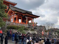 この後は今回一番の目的の場所に向かうのですが結構混んでいたので翌朝行くことにし、少し歩いて清水寺に向かいます。