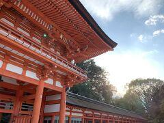 下鴨神社(賀茂御祖神社)を参拝します。  途中ぱらっと雨が降って、迎え入れてくれているような感覚になりました。