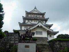 千葉城というのは通称で亥鼻城 といっても城址に建てられた千葉市立郷土博物館 前には千葉常胤の像  有料だと思って立ち去ろうとしたら無料だということで中に入って見ることに。
