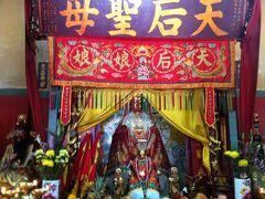 天后廟。香港を水害から守った若い女性・天后を祀った廟堂です。