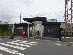 安善駅のとなりの武蔵白石駅に着いた。 この両駅間は600mしか離れていない。