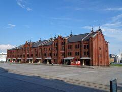 横浜赤レンガ倉庫。 空いてるのがわかる写真だね…。  函館の赤レンガより大きい気がした。どうなんだろう?