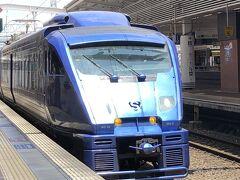 特急ソニック23号 12:19発 が入線してきました。青いソニックです。小倉まで5駅です。