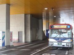 新潟駅から佐渡島行のフェリーターミナルへはバスで20分。 行先も「佐渡汽船」です。 旅行者にはわかりやすくていいですね。