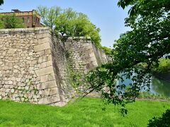 大坂城 本丸石垣と空堀。