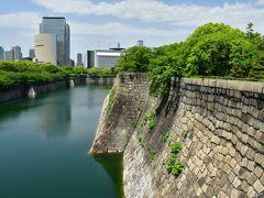 大坂城 南外堀と二の丸石垣。
