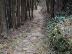 駅から徒歩で観光スポットをまわりました。 松本峠道をどんどん歩き