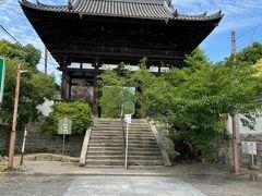 當麻寺の仁王門に到着です。