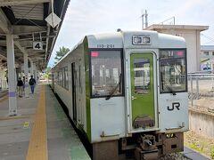 米沢駅からは米坂線に乗り換え。 羽越本線との合流駅、坂町駅へ向かいます。