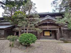 東桂苑 関川村の豪商で大地主だった渡辺家の分家が明治時代に建てた屋敷。