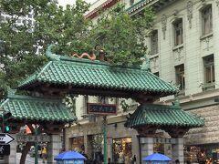 ユニオンスクエア近くの中華街への入口ドラゴンズゲートや