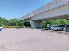 ちなみに湯川ふるさと公園に大きな駐車場が何箇所かあります。 お店の駐車場は小さいので、こちらに駐車してお店に行くことが可能です