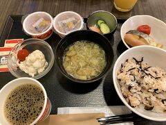 今回の朝食は二人とも和食~ 私は梅ひじきご飯♪これメチャウマでした!! そして腸活で納豆を2パック(笑)