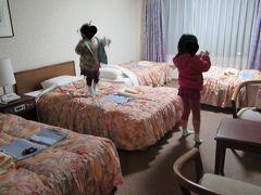 長浜ロイヤルホテル 何度かこのホテルに来ていますが 行くたびに名前が変わっています  そして着くとすぐにトランポリンをする子供…