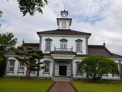 「重要文化財旧西田川郡役所」は 耐震補強等の保存修理事業のため内部見学中止中。