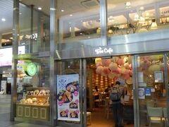 Tree Cafe 天王寺ミオ プラザ館にあるカフェ。 緊急事態宣言にも拘わらず、普通に営業していた。