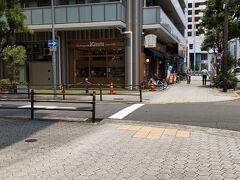 本日の目的地! ブーランジェリーKAWA 和歌山の有名なパン屋さん。大阪にあると知って、しかもたまたま宿泊先が近所! これは行くっきゃないということでこの散歩を思いついたのでした。  残念ながらお目当てのクリームサンドはこの時期やってないんだって。 また来よう。 代わりに紀州梅バーガーを購入