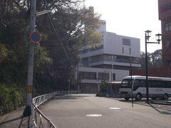 本日泊まるメルパルク松山に到着。  白い建物です。