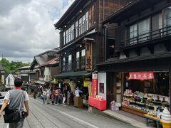 中央が川豊本店。