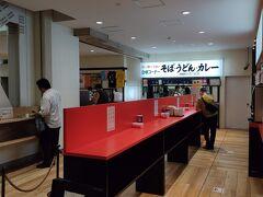 名物 万代そば 目的は新潟名物バスセンターカレー。 開店時間の8時少し過ぎに伺ったところそれほど混雑なく、ミニカレーを注文。