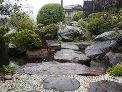 小腹を満たしてから伊豆長岡温泉「石のや」へ  今年3度目なのでスタッフも覚えてくださってます 細かい説明は省略し、石段を上がってお部屋へ~