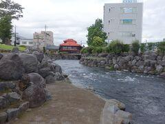 周辺の神田川。