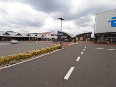 食後は仙崎港のそばのコンベンションセンターなどがある駐車場に停めて、