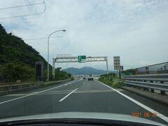 東名高速道路で景色の良い場所・由比パーキングエリアを通過します