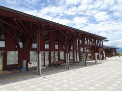 こちらの道の駅の所在は湯川村。 西側を流れる阿賀川を渡ると行政区域は会津坂下町となります。 駅名に「湯川・会津坂下」と二つの町村名が入るのは、双方の自治体が共同で道の駅を整備したからとのこと。