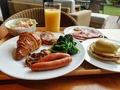 朝食は嬉しいビュッフェ。 この時期、ビュッフェは不安もありますが手袋やマスク、消毒を 徹底していればアリだと思います。 このホテルの朝食ビュッフェは本当に美味しかった!! エッグベネディクトも食べ放題♪ さすがに1つしか食べないけど(笑)。 デニッシュ系のパンも最高♪