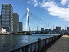 1994年1月に開通した中央大橋。斜張橋でかなりモダンな外観です、